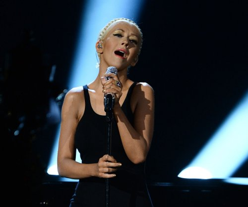 Christina Aguilera to release English, Spanish albums