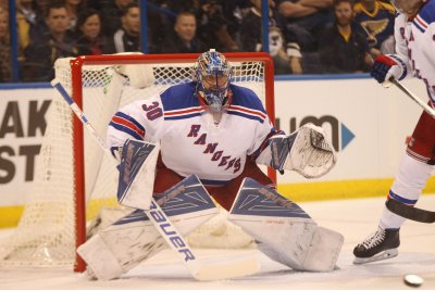 Record night for Henrik Lundqvist as New York Rangers defeat St. Louis Blues