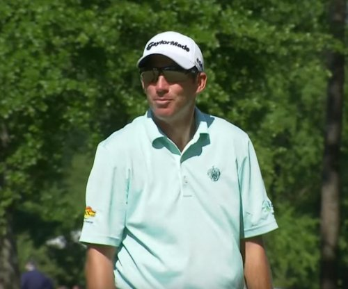 Jim Herman outlasts challenges to win Houston Open