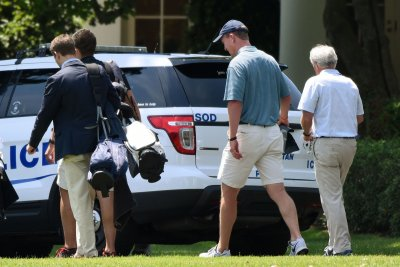 President Donald Trump, Peyton Manning hit the golf course
