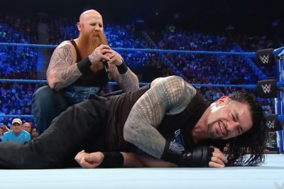 WWE Smackdown: Erick Rowan assaults Roman Reigns