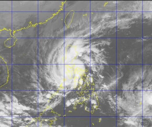 Typhoon Melor kills at least 2 in the Phillipines as it regains strength