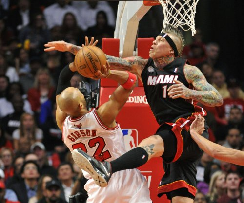 'Birdman' signs with Cavs, reuniting with LeBron