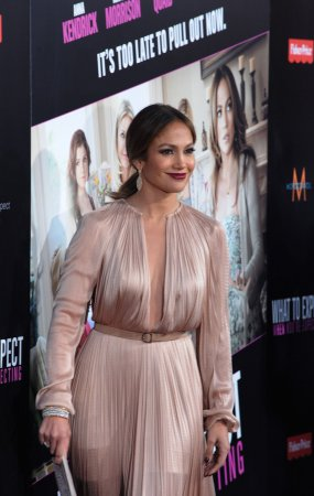 Jennifer Lopez denies engagement rumors
