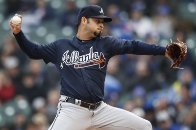 Sanchez, Braves hoping to stop Harvey, Reds