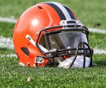Browns reportedly looking at DB Holland