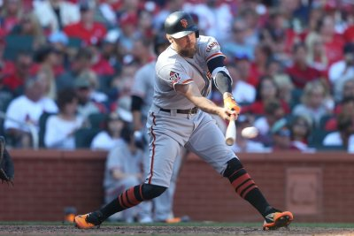 Rangers sign All-Star Hunter Pence, Matt Davidson to minor league deals