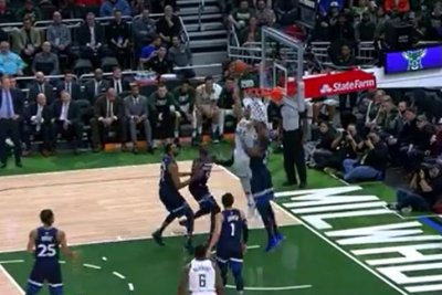 T-Wolves' Anthony Tolliver denies Giannis Antetokounmpo with monster block