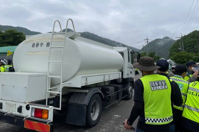 South Korea THAAD base receives new supplies amid protests