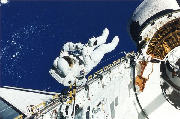which astronaut remained in the space for the longest period of time - photo #14