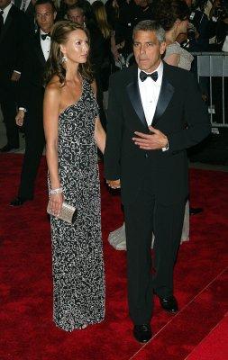Larson downplays Clooney romance