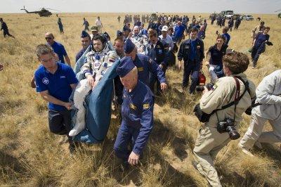 Russia solicits moon rocket proposals