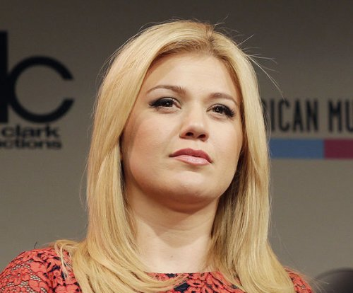 Kelly Clarkson on body criticism: 'We are who we are'