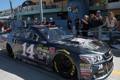 NASCAR: Tony Stewart says goodbye with wry humor and little fanfare