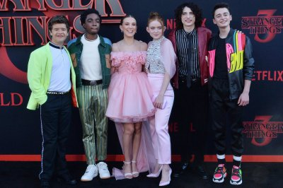 'Stranger Things': Netflix releases behind-the-scenes photos of Season 3