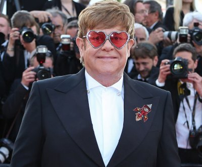 Elton John adds 24 North American dates to farewell tour