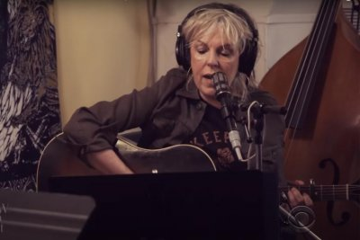 Lucinda Williams performs 'You Can't Rule Me' on 'The Late Show'