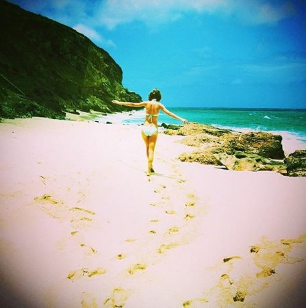 Taylor Swift shares bikini photo of Easter egg hunt