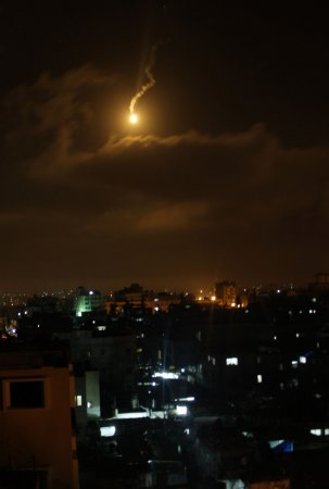 Israeli and Hamas officials claim they want to de-escalate crisis