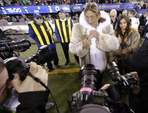 Joe Namath wears a scene-stealing fur coat to the Super Bowl [PHOTOS]