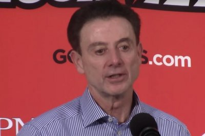 No. 11 Louisville gives Rick Pitino 400th win at school