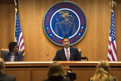 FCC orders investigation of U.S. wireless carriers over data discrepancies