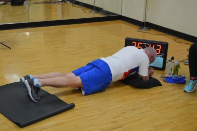 Man, 71, holds plank position for 38 minutes