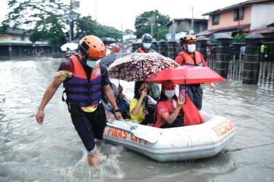 Thousands evacuate amid Philippines monsoon rain