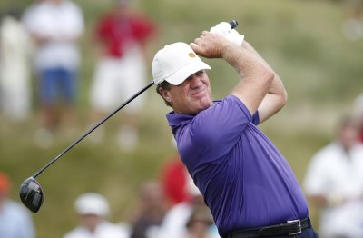 Golfer Steve Elkington tweets homophobic comment about coverage of Michael Sam