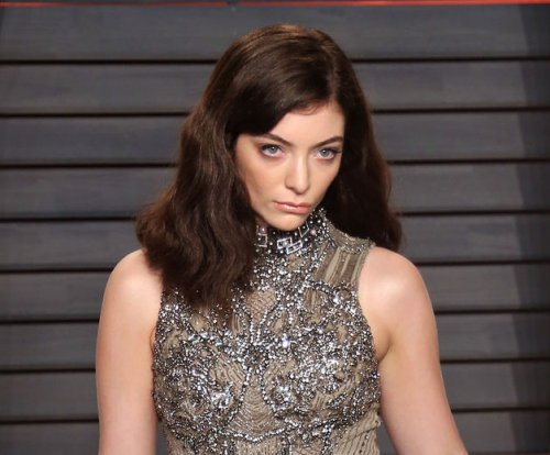 Lorde teases new single 'Green Light' in Auckland