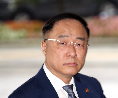 Seoul to minimize economic fallout from trade row with Japan