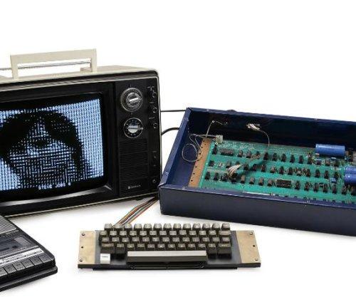 Steve Jobs' Apple 1 computer sells for $350,000