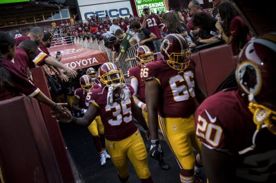 Washington Redskins edge Tampa Bay Buccaneers with late INT