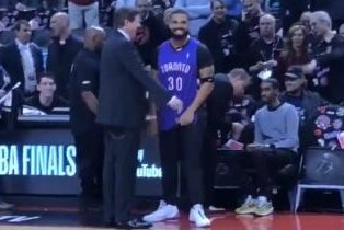 Drake trolls Stephen Curry, Golden State Warriors with Dell Curry jersey