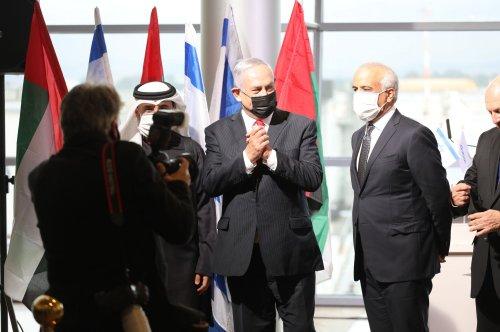 First commercial flight between UAE and Israel lands in Tel Aviv