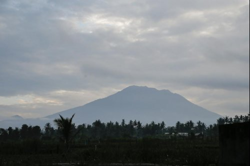 Mount Agung eruption potentially imminent as 50,000 flee Bali