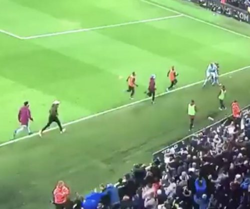 Benjamin Mendy sprints to celebrate Manchester City goal despite ruptured knee