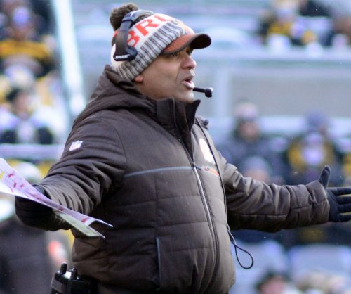 Browns coach Hue Jackson praises rookie QB Mayfield at OTAs