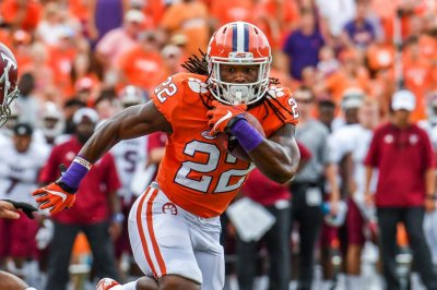 Former Clemson running back Tyshon Dye dies in drowning accident