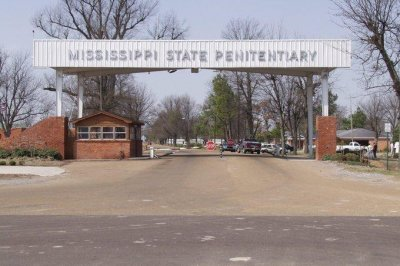 2 inmates killed during fight in Mississippi prison
