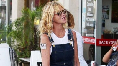 Melanie Griffith hides Antonio Banderas tattoo with her name