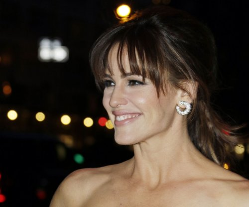 Jennifer Garner cries on 'Today' talking about her mom and sisters