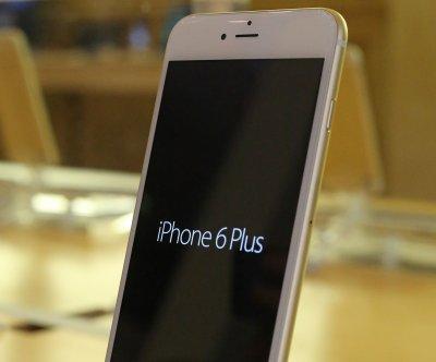 Apple recalls shipment of iPhone 6 Plus due to blurred camera glitch