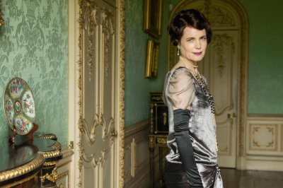 Elizabeth McGovern to ride on 'Downton Abbey' float in Rose Parade