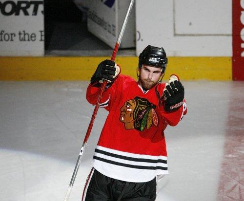 Andrew Ladd scores game-winner for Chicago Blackhawks