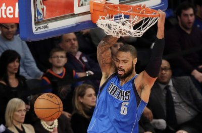 Lakers officially sign C Tyson Chandler