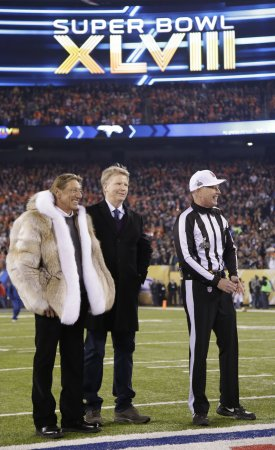 Super Bowl coin toss botched by Joe Namath on first try