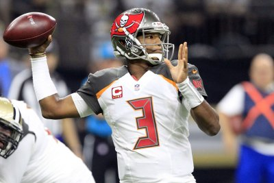 Tampa Bay Buccaneers beat Miami Dolphins with late field goal in preseason