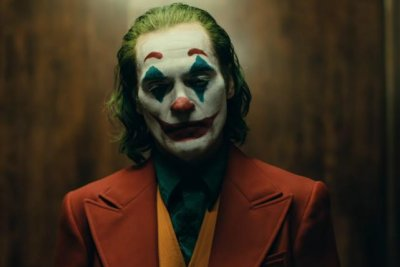 Joaquin Phoenix loses his mind in first 'Joker' teaser trailer
