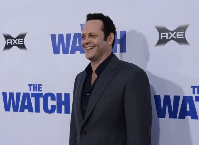 Melissa McCarthy, Vince Vaughn to host 'SNL' in April